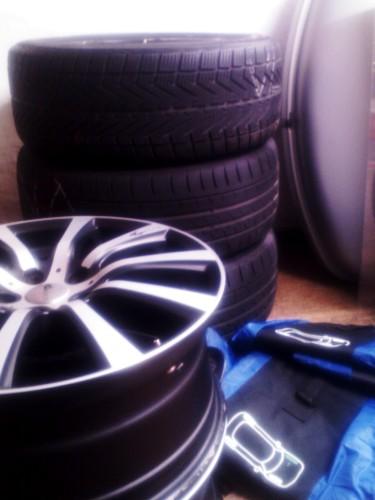 Gestapelte Reifen.