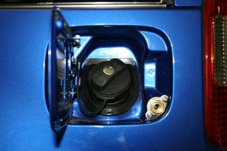Einfüllventil in der unteren rechten Ecke der Tankklappe.