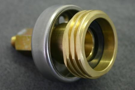 DISH-Adapter als Verlängerung und ACME-Adapter zusammengesetzt.