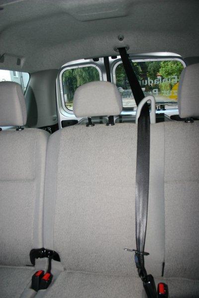 Gurtführung im Dacia Logan MCV für den Mittelplatz der Rückbank.